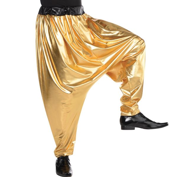 Think you can just go around, dropping smooth 90's style rap flows? Think again there buster! MC Hammer knew better than that. When he jumped onto the stage, he made sure that he was wearing a set of parachute pants so shiny, he had to wear a set of sunglasses just to continue dancing and rapping.