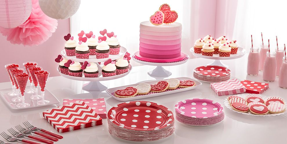 Patterned Tableware 50% off MSRP — Bright Pink Polka Dot Party Supplies