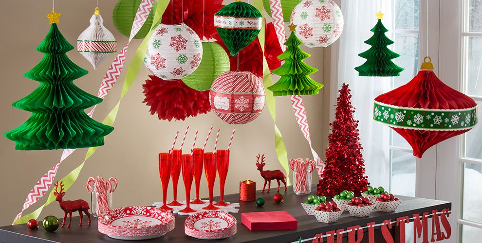 hanging christmas decorations garlands tinsel. Black Bedroom Furniture Sets. Home Design Ideas